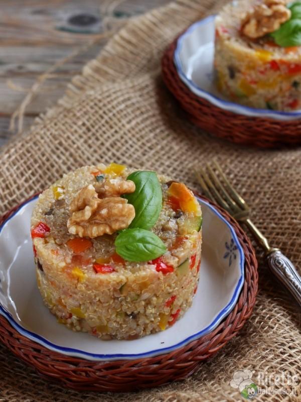 Semplici sformatini di quinoa con verdure vegani