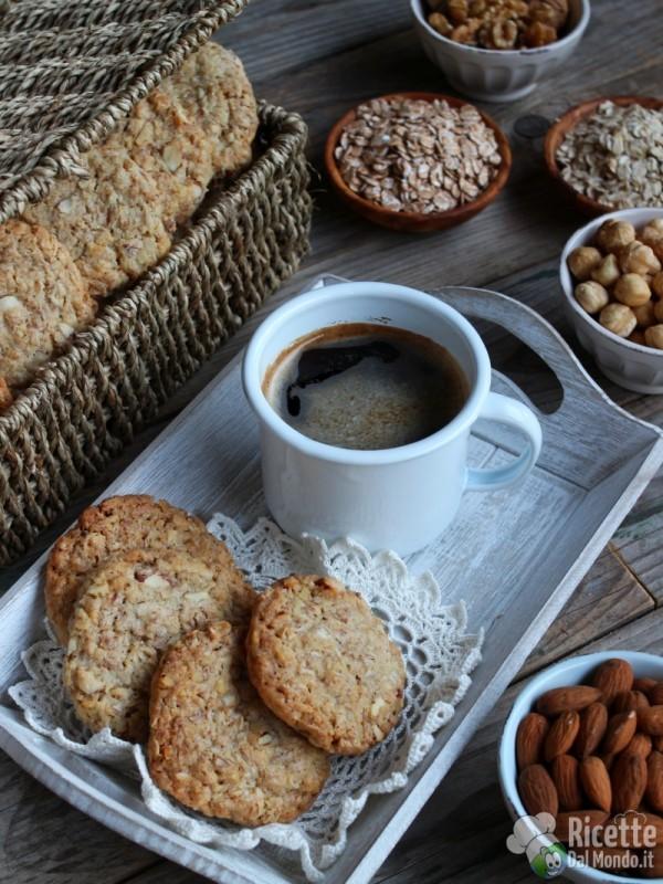 Come fare i biscotti ai fiocchi d'avena con mandorle e noci