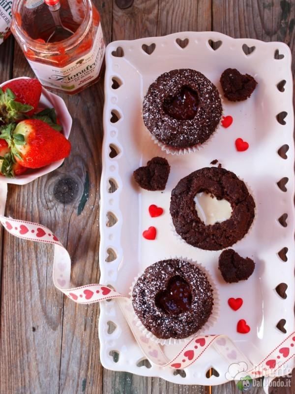 Semplici cupcake con cuore di confettura
