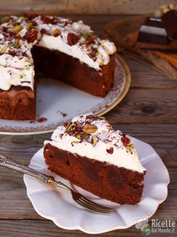 Torta cui buchi al cioccolato