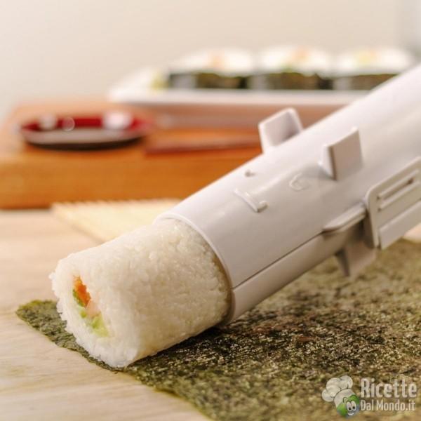 5 strani strumenti in cucina: sushi bazooka