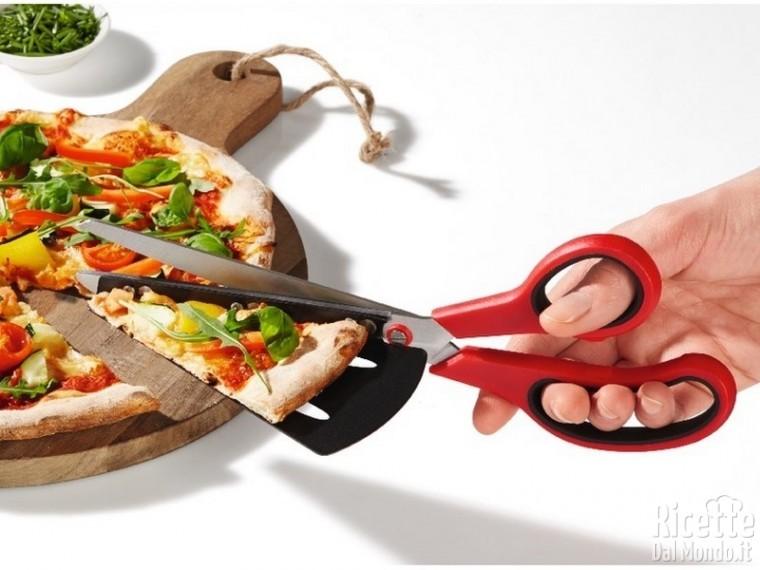 5 strani strumenti in cucina: forbice taglia pizza
