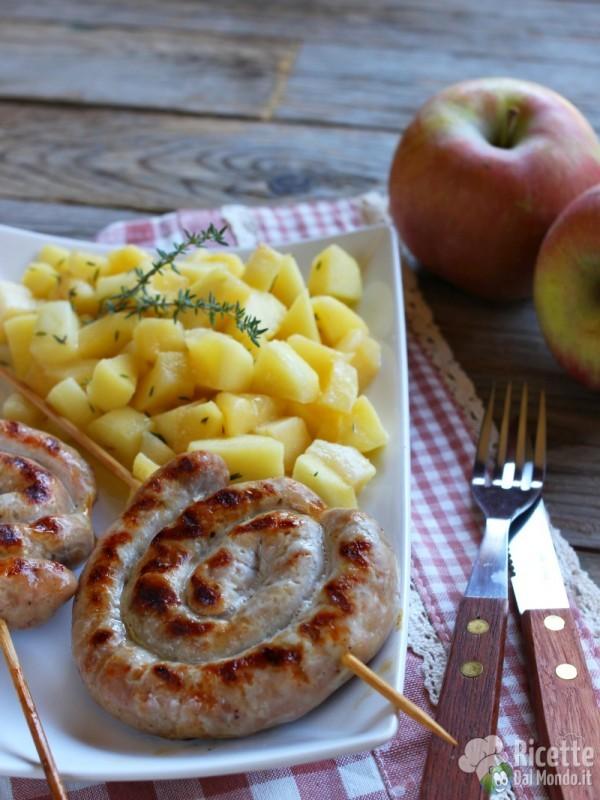 Come fare le spirali di salsiccia con le mele