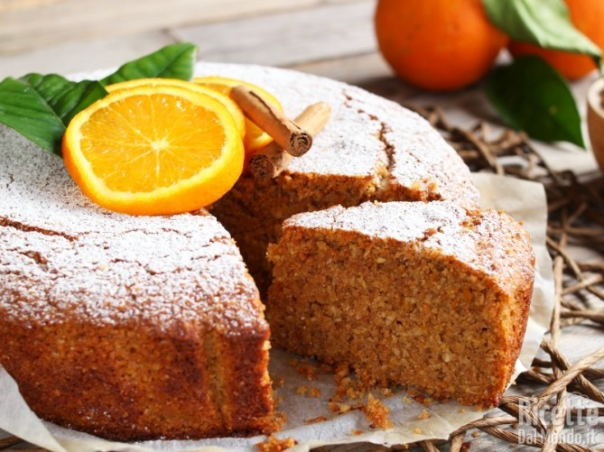 Morbida torta all'arancia e cannella