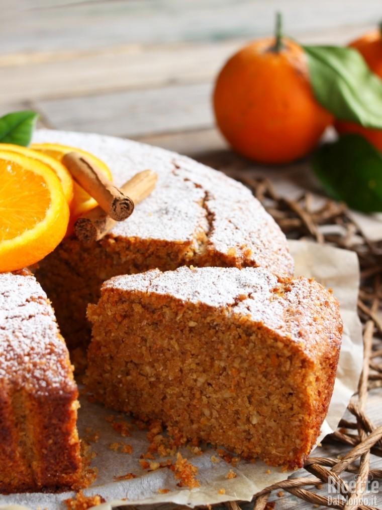 Torta arancia e cannella con le nocciole