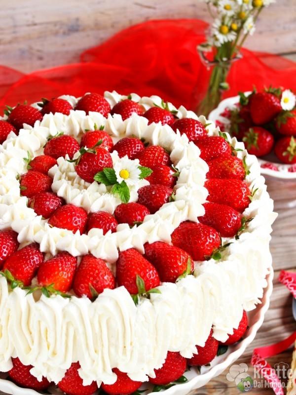 Come fare la torta panna e fragole semplice