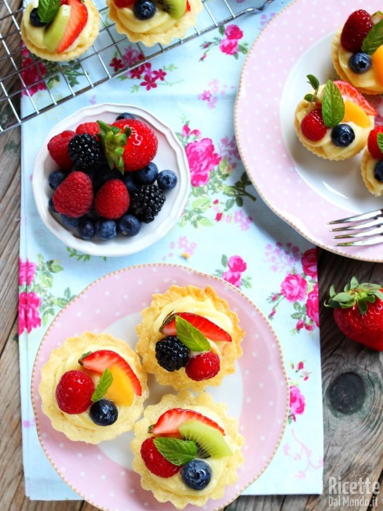 Mignon di pasta frolla e crema: cestini di frutta