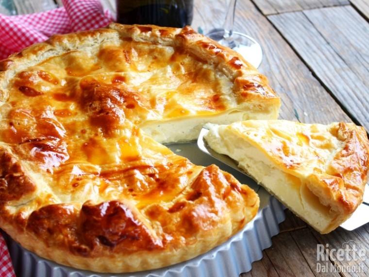 Ricetta torta salata di pasta sfoglia al formaggio