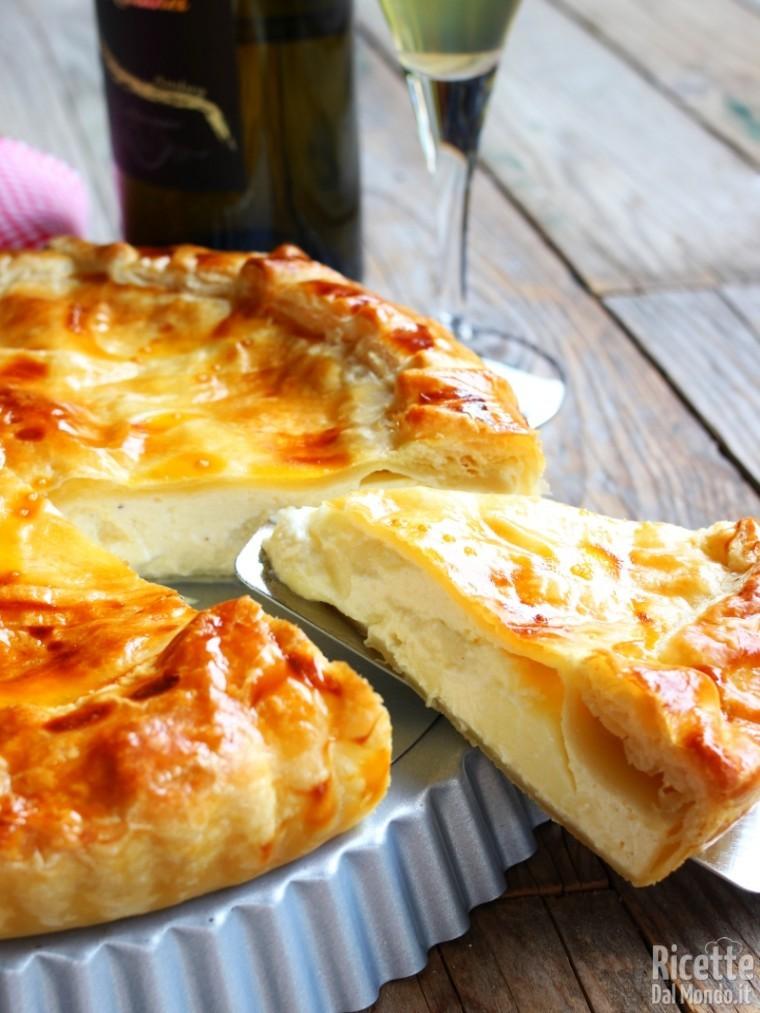 Come fare la torta salata di pasta sfoglia al formaggio