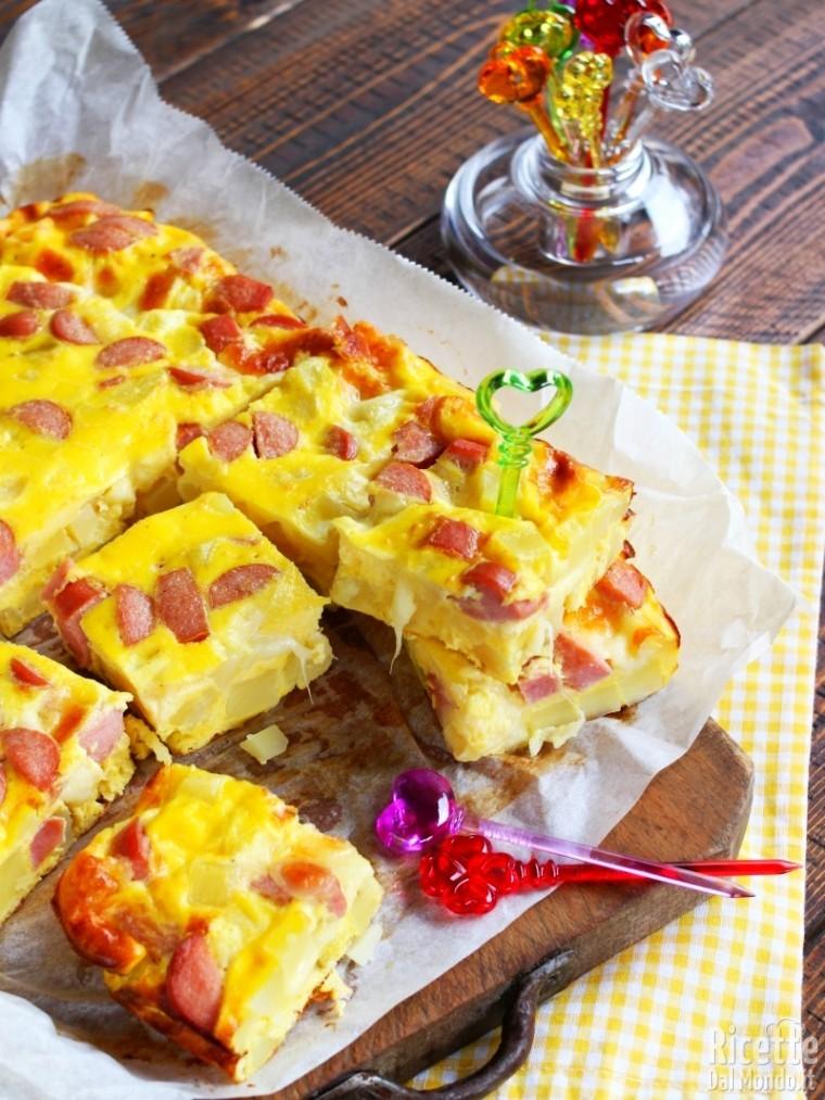 Ricetta frittata con patate, wurstel e mozzarella