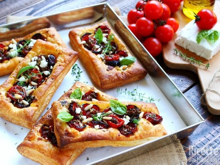 Ricetta Sfogliatine con pomodorini confit e feta