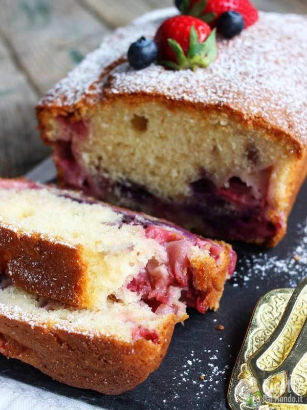 Come fare il plumcake fragole e mirtilli
