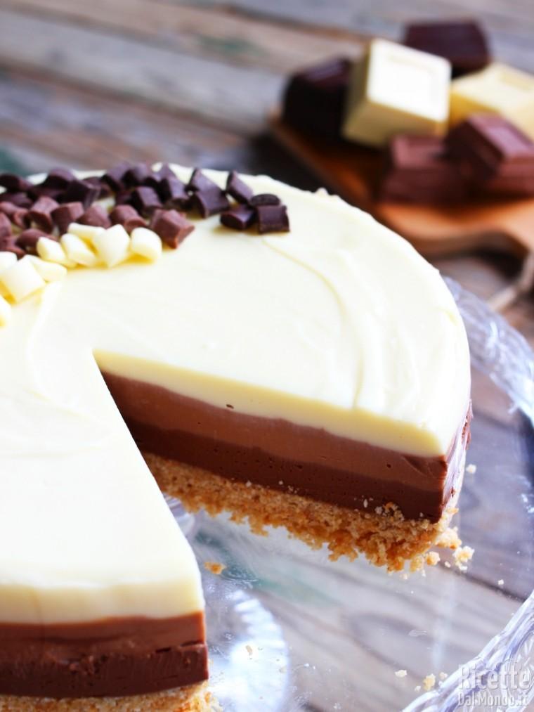Semplice cheesecake al triplo cioccolato