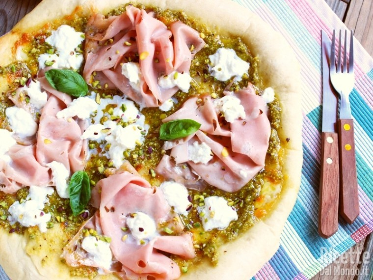 Ricetta pizza pistacchio mortadella e stracciata di bufala