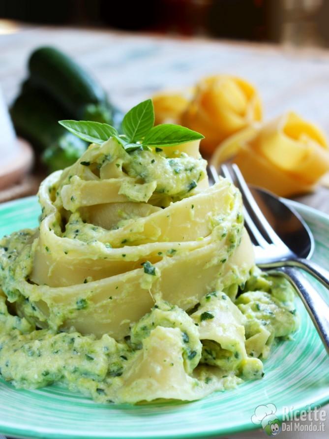 Pasta con crema alle zucchine