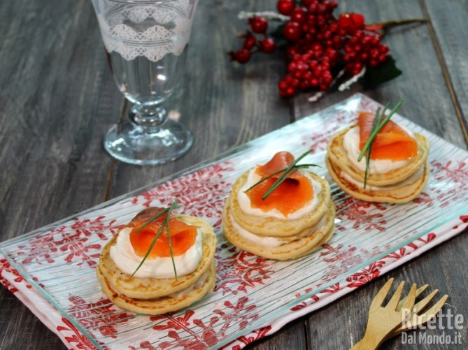 Blinis al salmone e yogurt