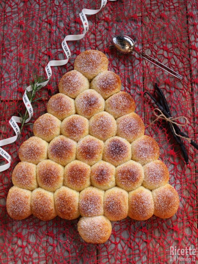 Albero di Natale di brioche
