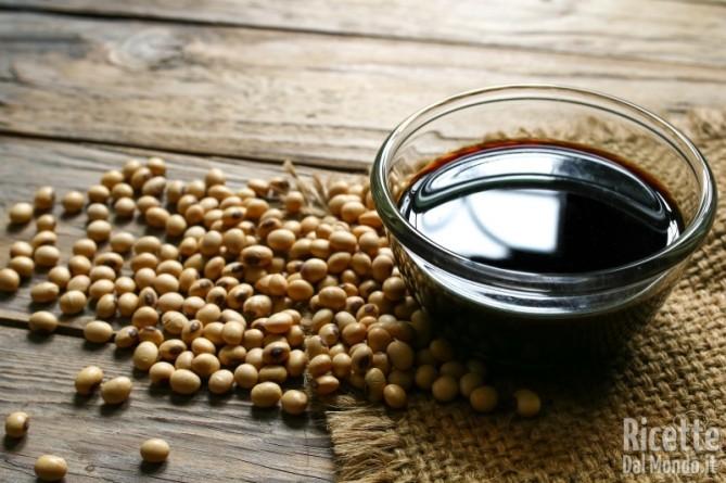 10 alimenti ricchi di sale salsa di soia