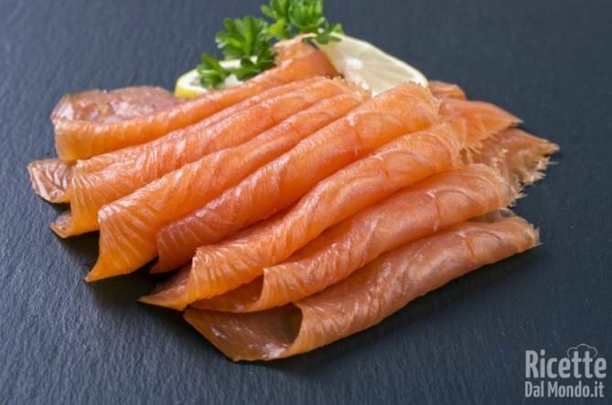 10 alimenti ricchi di sale salmone affumicato