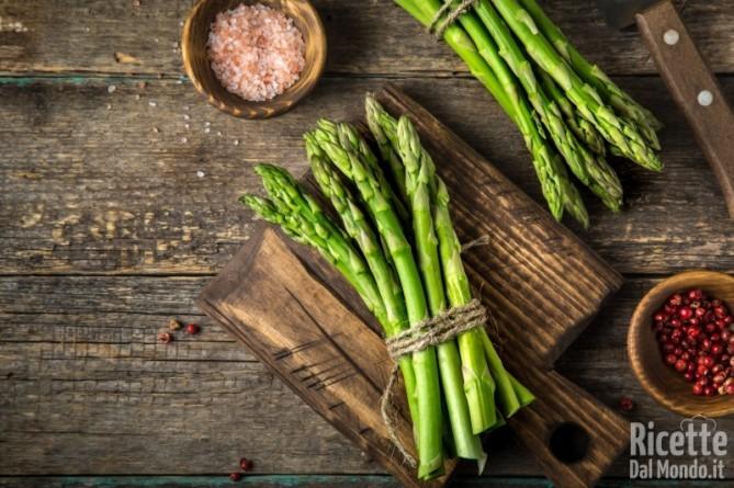 10 alimenti ricchi di sale asparagi