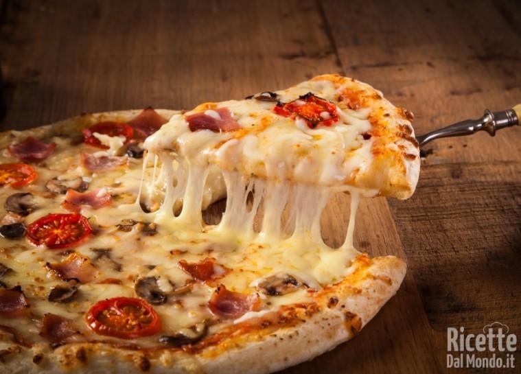 Come cuocere la pizza con la pietra refrattaria