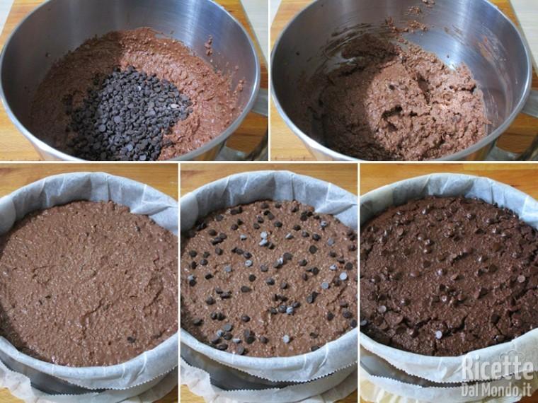 Completare con le gocce di cioccolato e infornare