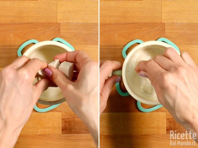 Sciogliere il lievito nel latte tiepido
