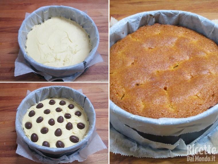 Versare nello stampo, aggiungere gli ovetti e cuocere la torta