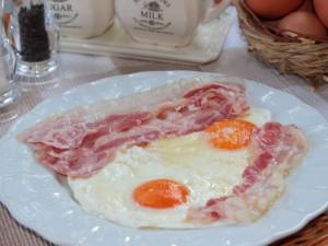 Ricetta Uova al Bacon