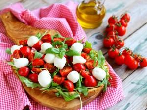 Ricetta Bruschettona con mozzarella e pomodorini