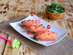 Ricetta Involtini di Salmone affumicato con rucola e philadelphia