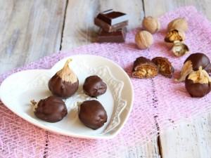Ricetta Fichi secchi con noci ricoperti di cioccolato