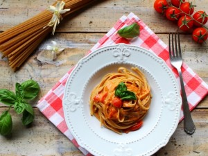 Ricetta Linguine integrali con salsa rosa