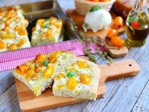 Ricetta Focaccia soffice con pomodorini gialli e mozzarella di bufala