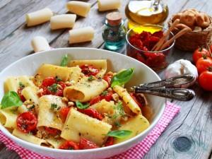 Ricetta Paccheri con pomodorini confit e taralli