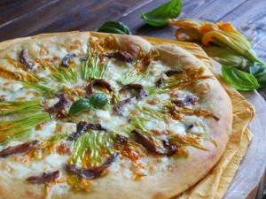 Ricetta Pizza con fiori di zucca e alici