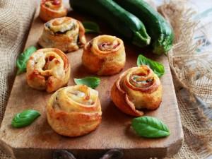 Ricetta Girelle di pizza con zucchine e bacon