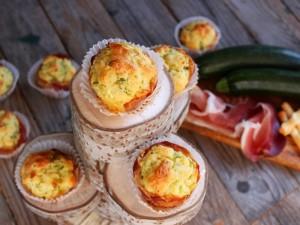Ricetta Muffin salati con zucchine e speck