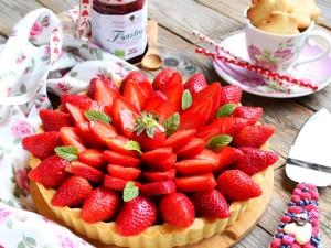 Ricetta Crostata di fragole con confettura