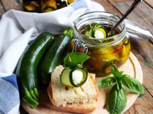 Ricetta Involtini di zucchine e ciliegine di mozzarella