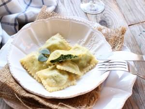 Ricetta Ravioli ripieni di ricotta e spinaci