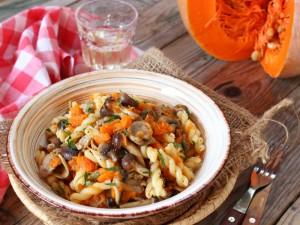 Ricetta Pasta con zucca funghi e salsiccia